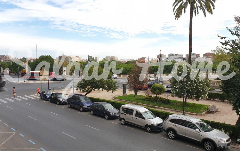 Piso de lujo en centro de Valencia con vistas al río y garaje