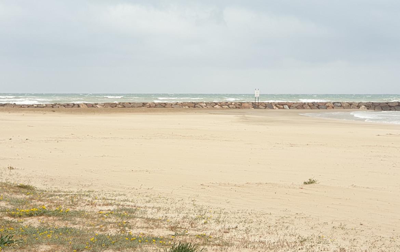 Hotel en venta junto al mar